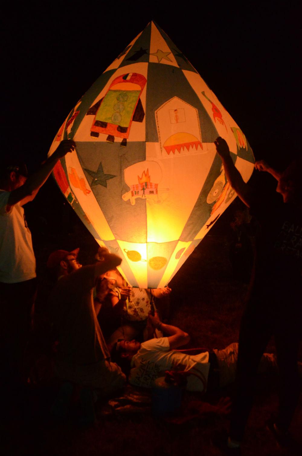 les-ptits-lezarts-residence-artiste-arts-plastiques-ecole-bertrand-richeux-montgolfiere