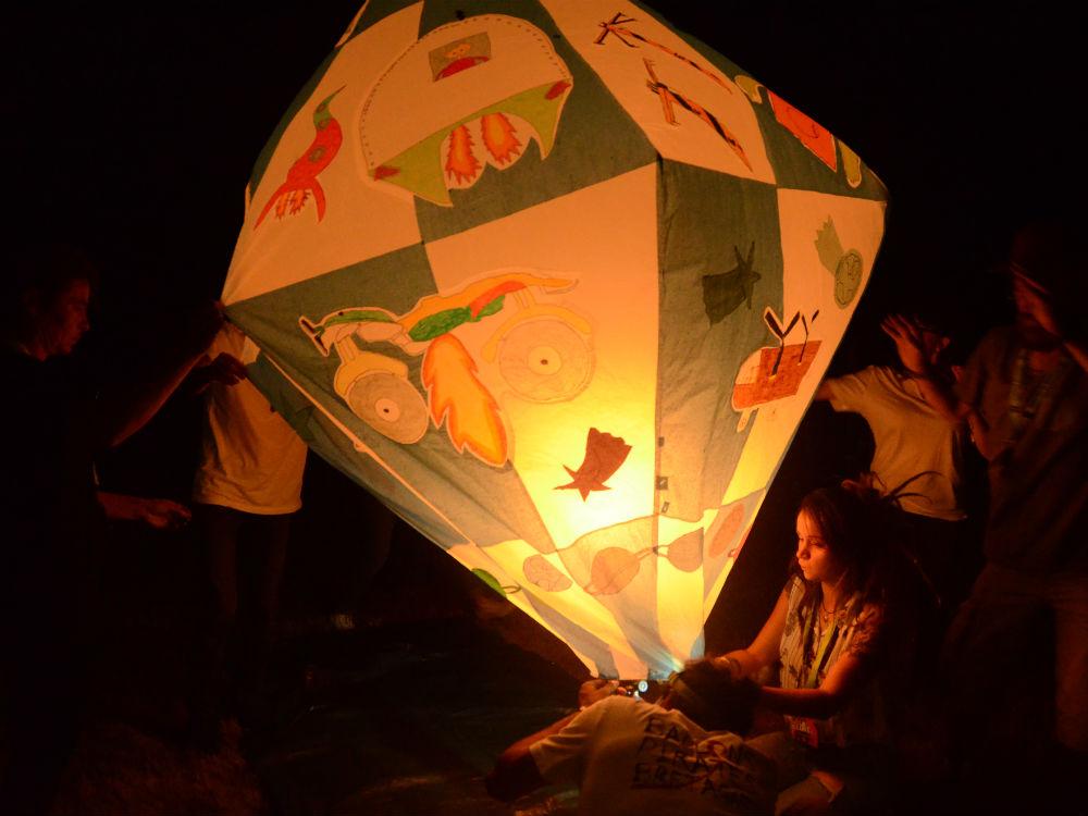 les-ptits-lezarts-residence-artiste-ecole-ballons-pirates-bretagne